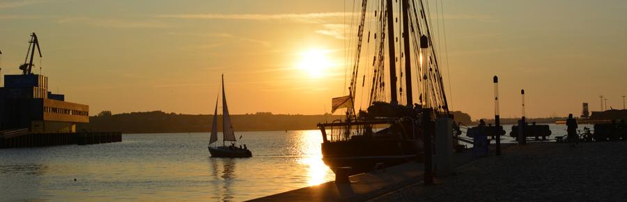Sonnenuntergang in Wismar | Pixi mit Milch