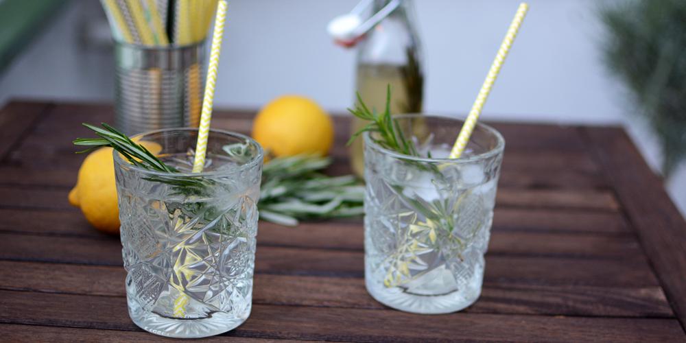 Zitronen-Rosmarin-Sirup |Pixi mit Milch