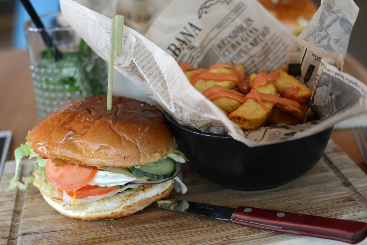 Kunsthaus Graz: Veggie-Burger | Pixi mit Milch