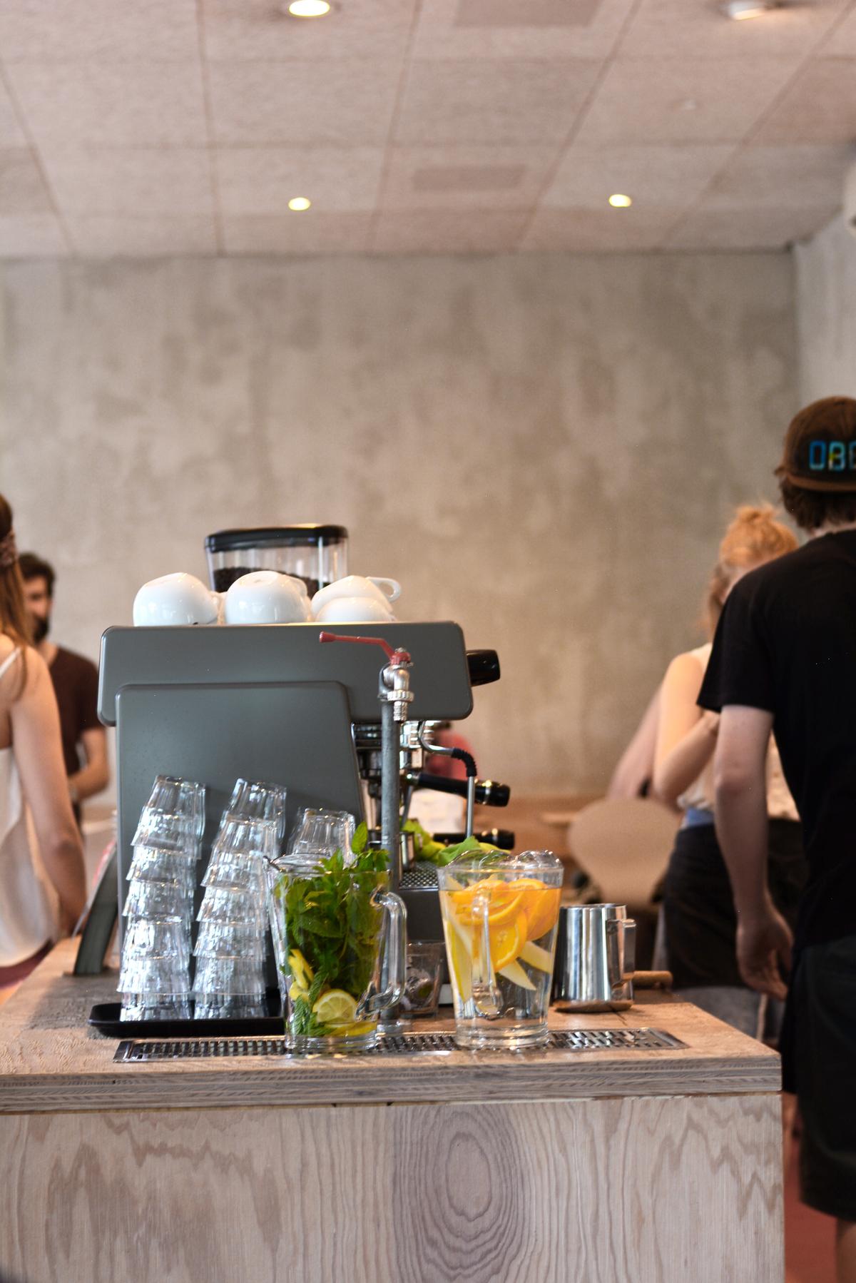 Tribeka Kaffeehaus | Pixi mit Milch