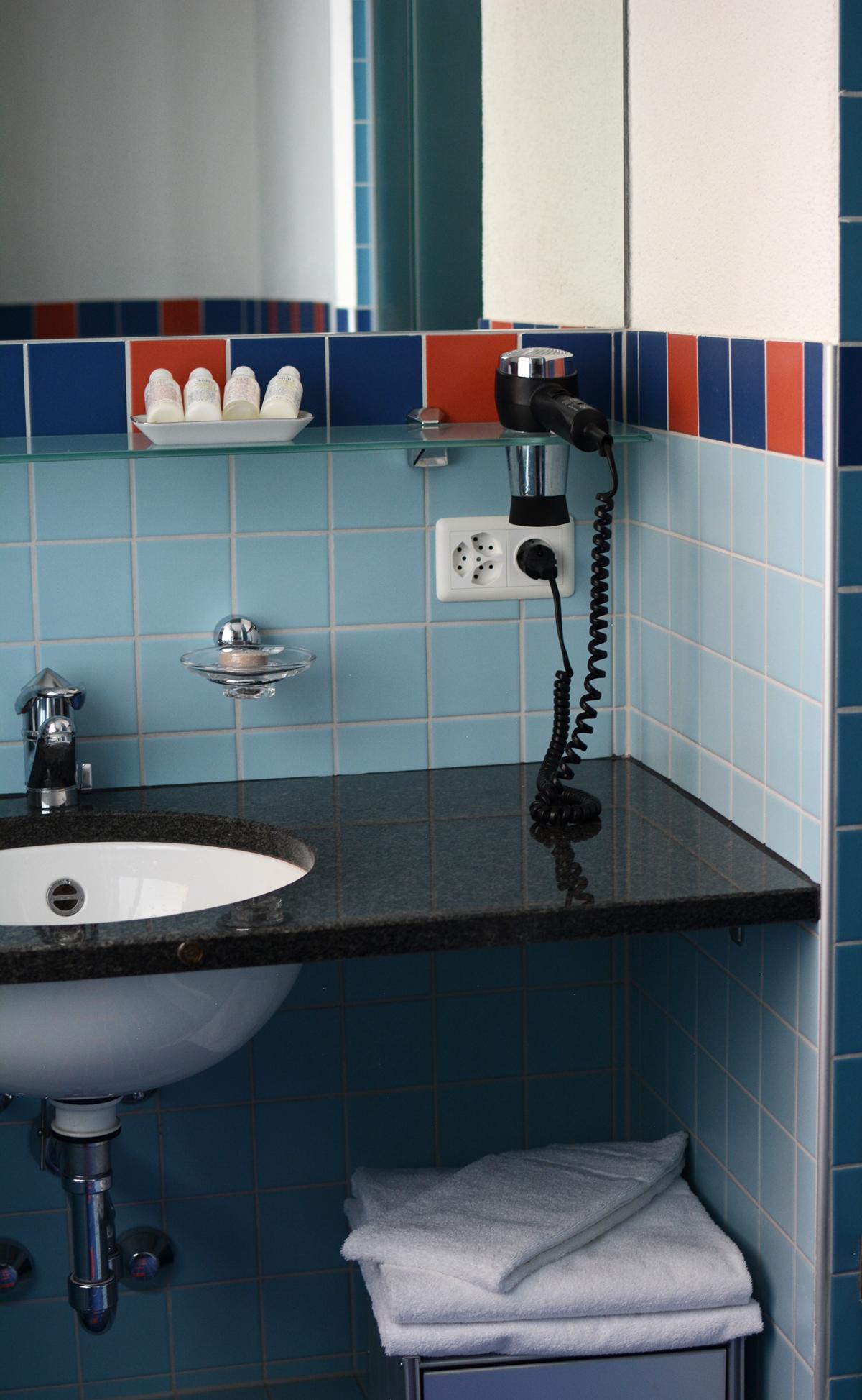 Hotel Rössli Badezimmer |Pixi mit Milch