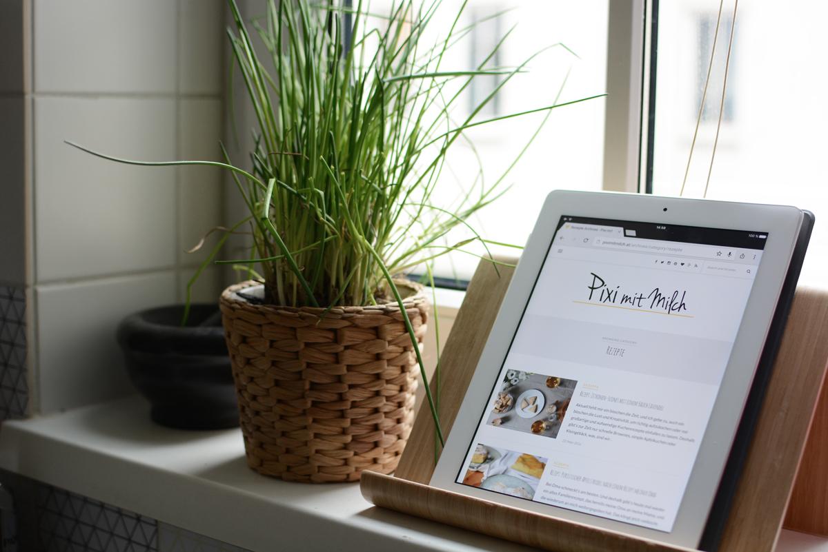 Kochbuchständer |Pixi mit Milch