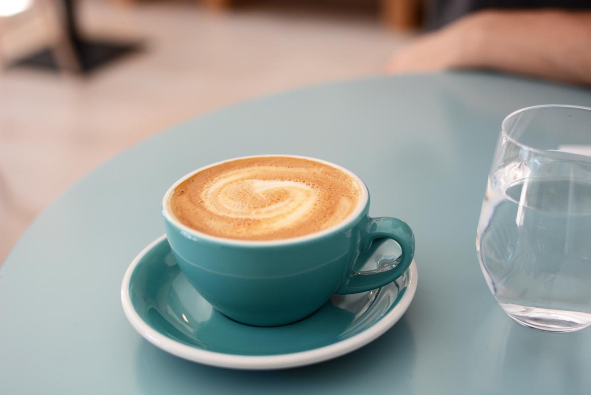 DOT Espresso Bar | Pixi mit Milch