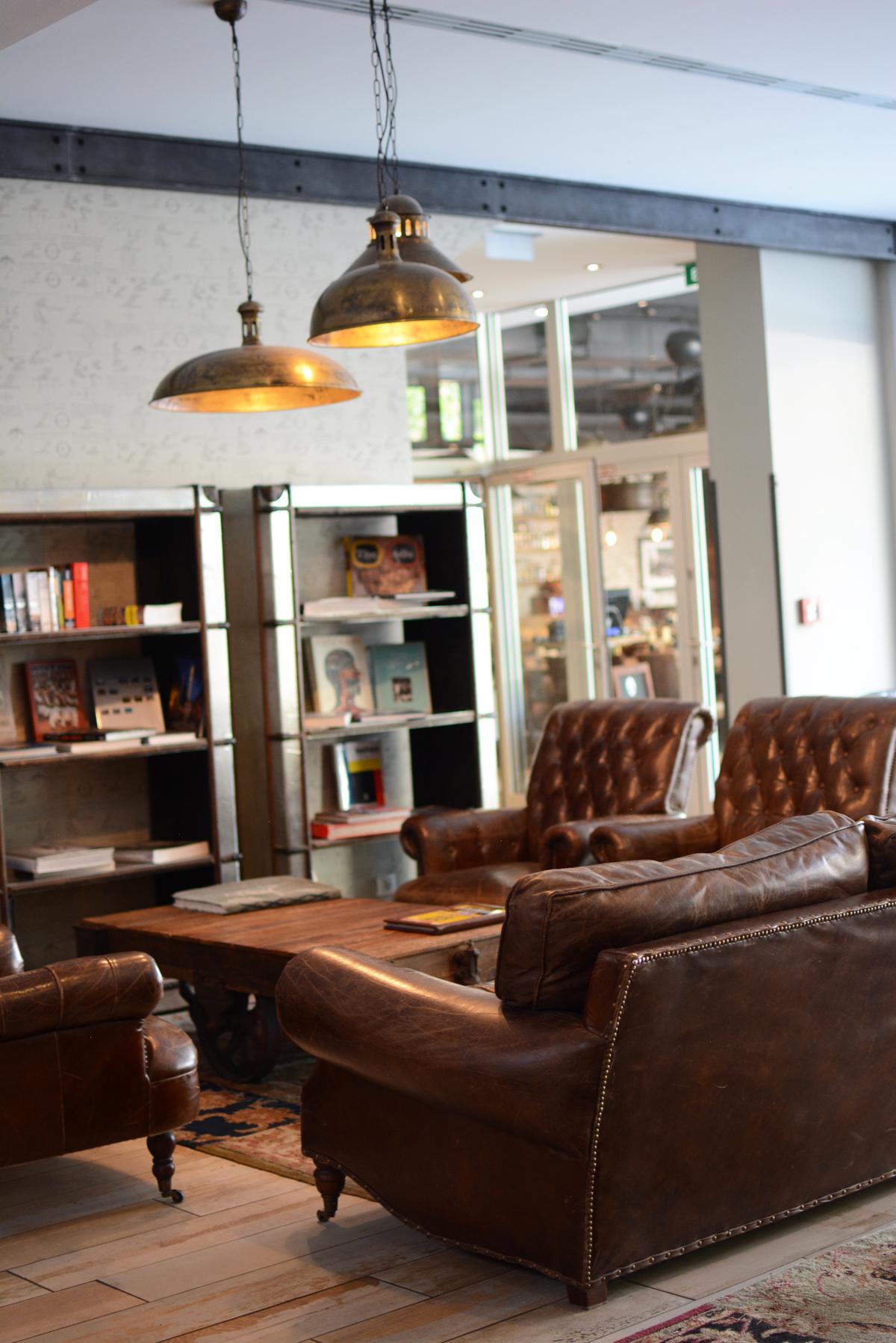 Loungebereich im Loft Hotel Bratislava |Pixi mit Milch
