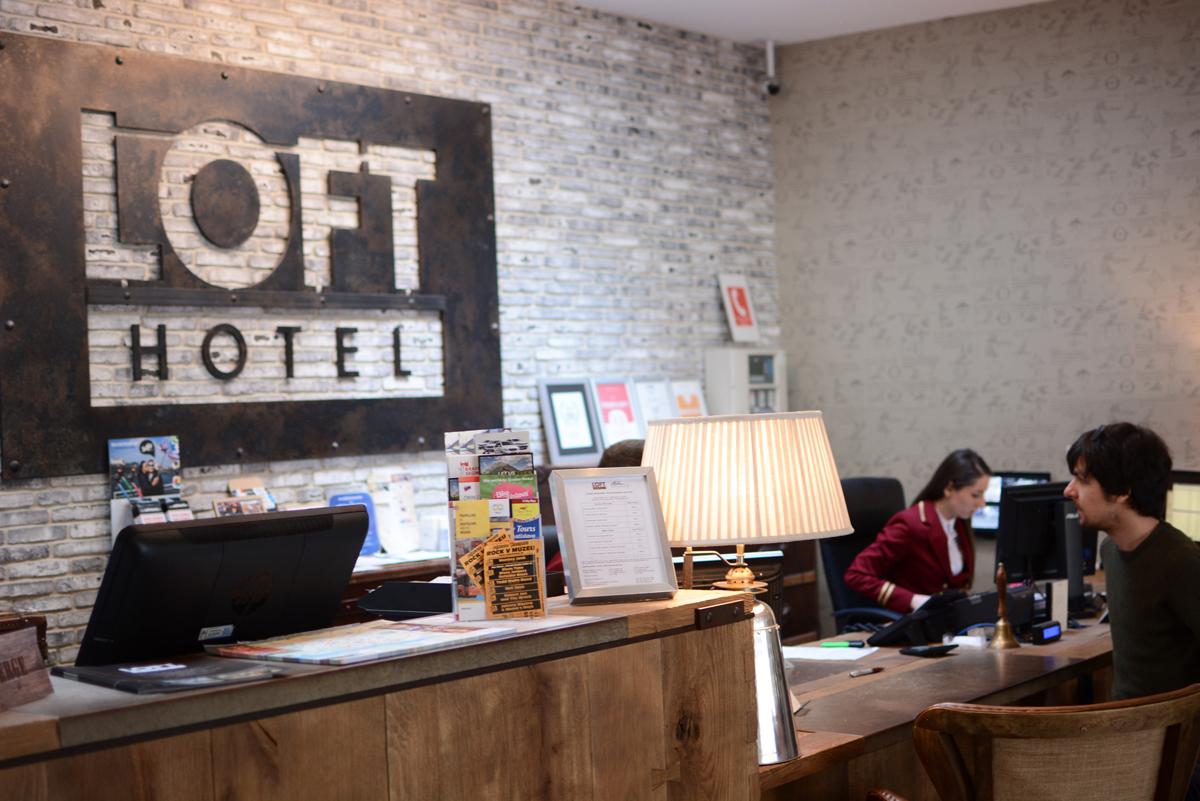 Rezeption im Loft Hotel in Bratislava |Pixi mit Milch