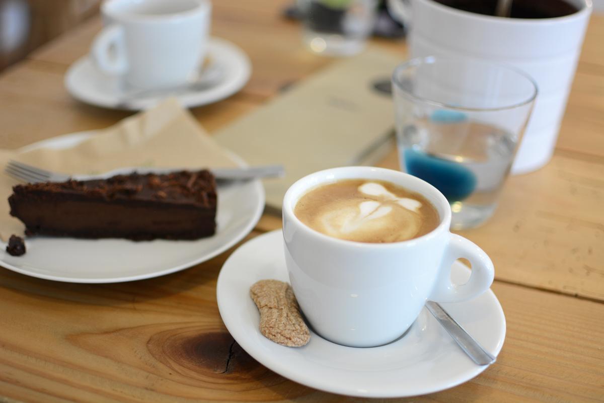 Schoendorf Bio Cafe |Pixi mit Milch