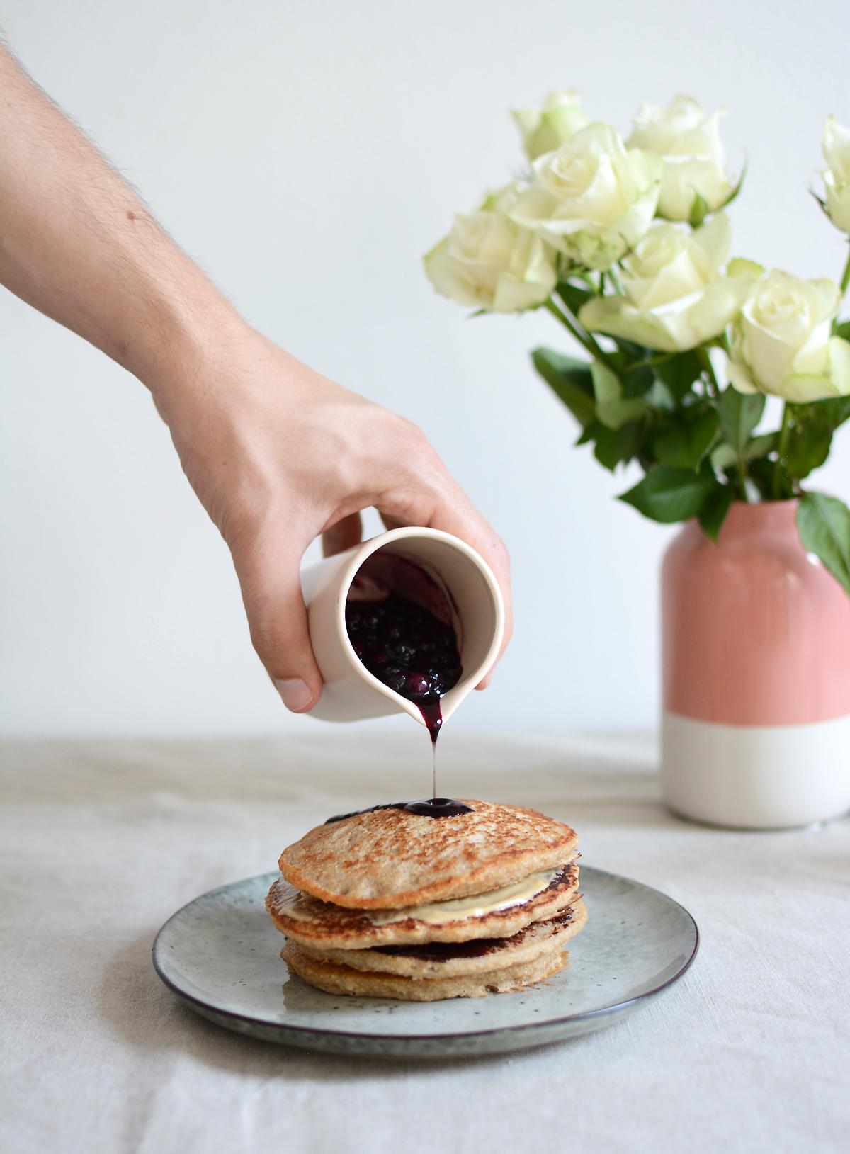 Kokos-Pancakes mit Heidelbeersauce | Pixi mit Milch