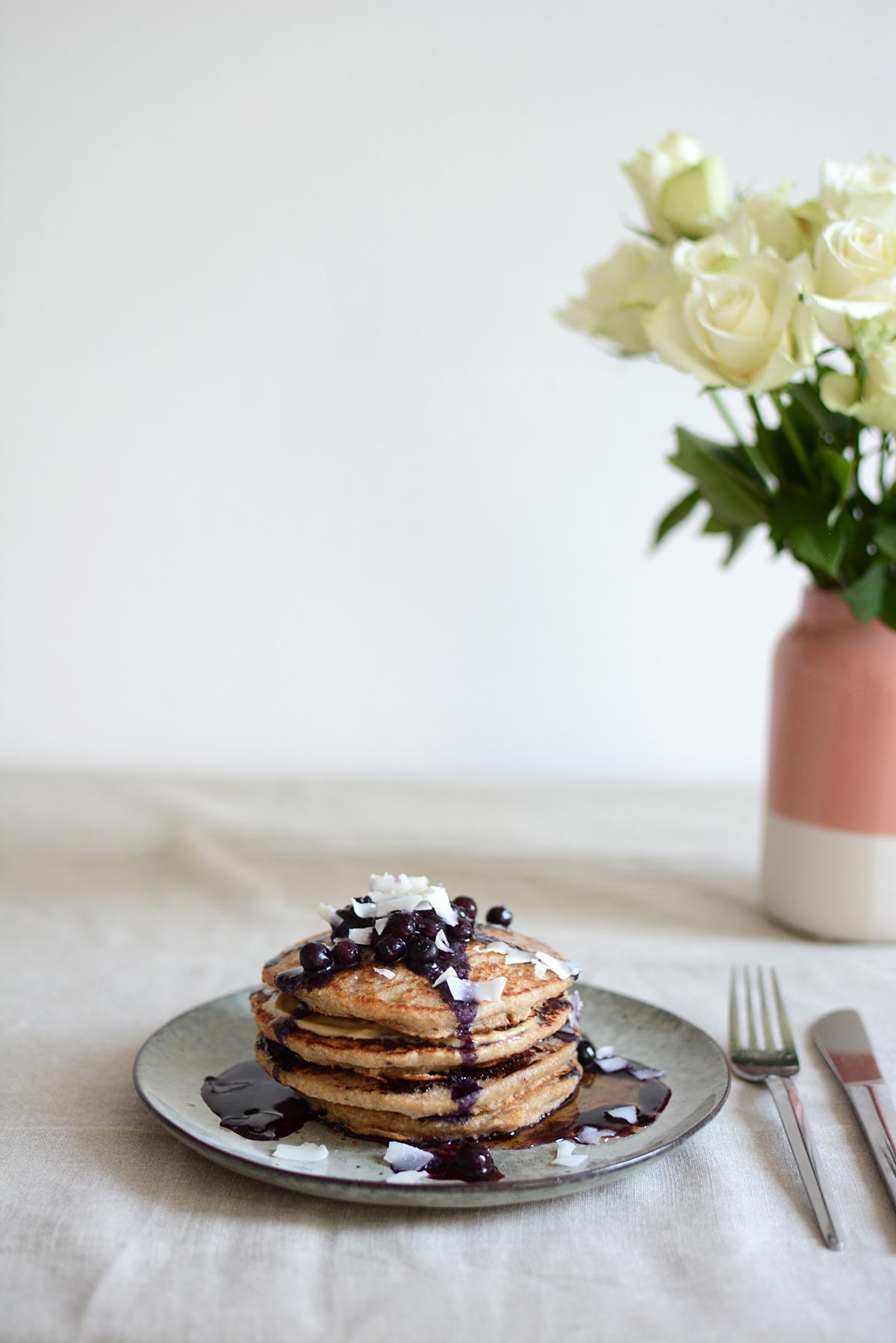 Kokos-Pancakes Rezept | Pixi mit Milch