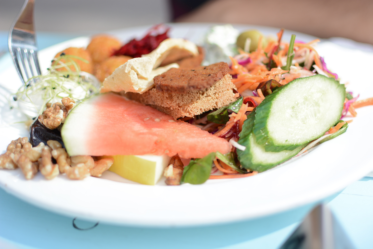 Cafe N: vegan Brunch | Pixi mit Milch