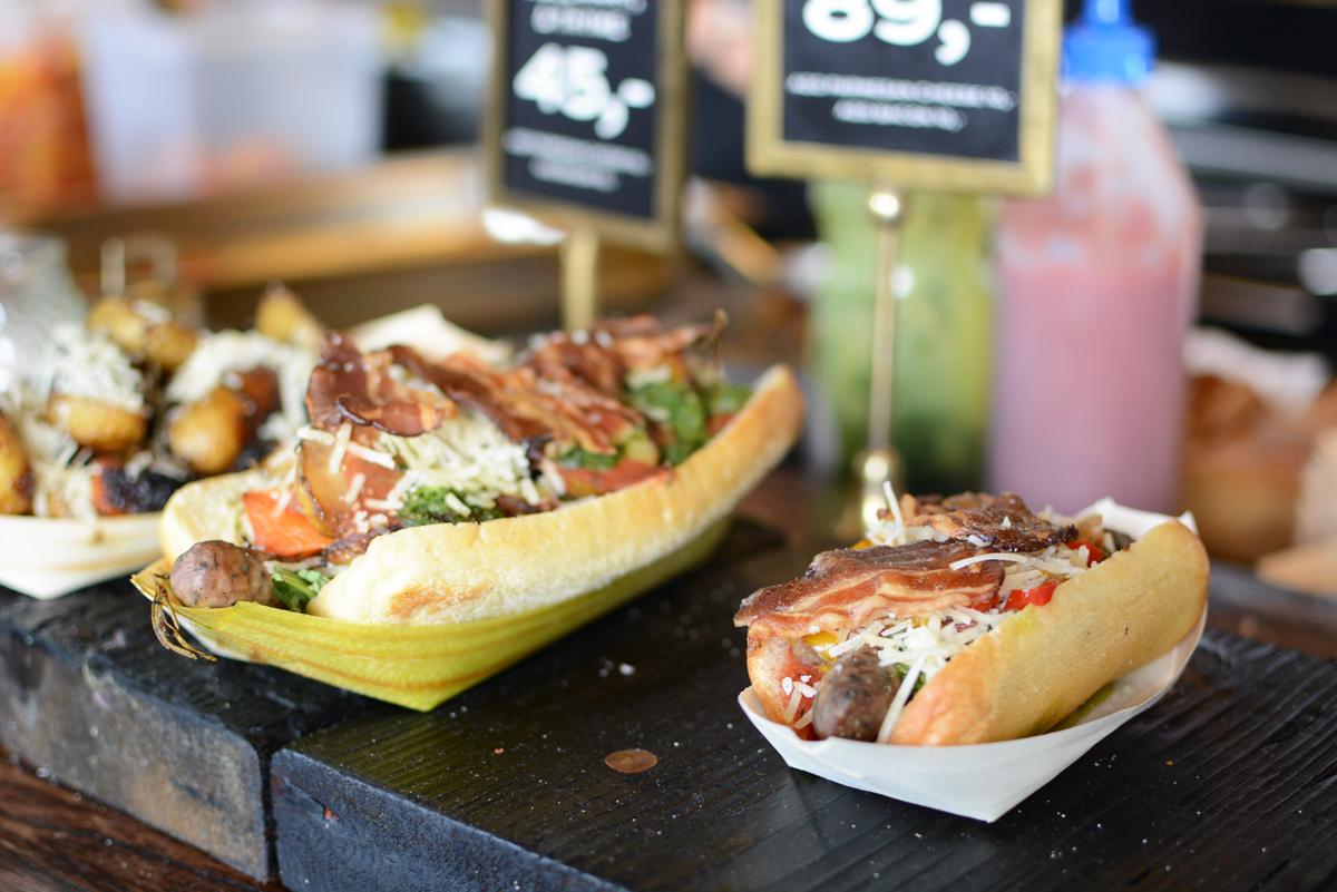 Hot Dogs bei Copenhagen Street Food  Pixi mit Milch
