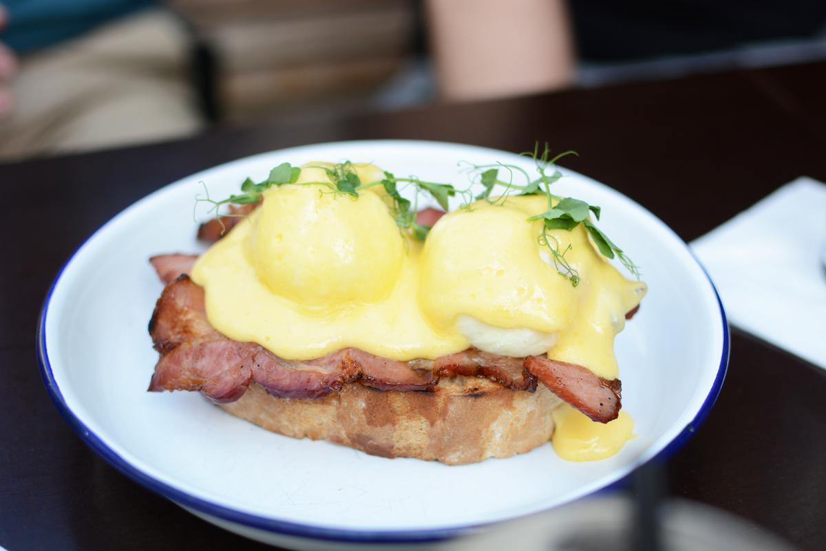 Eggs Benedict: Brickmakers |Pixi mit Milch