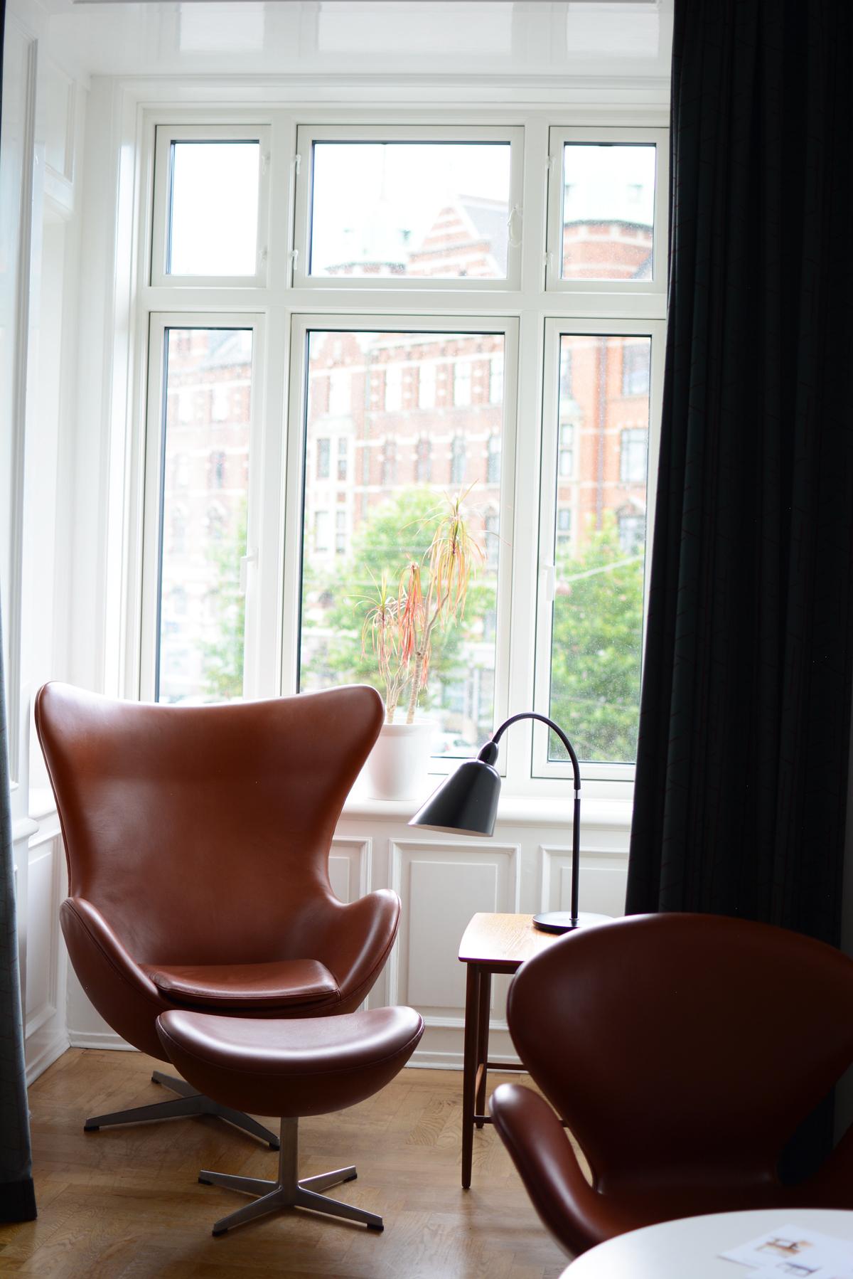 Hotel Alexandra: Sitzecke | Pixi mit Milch