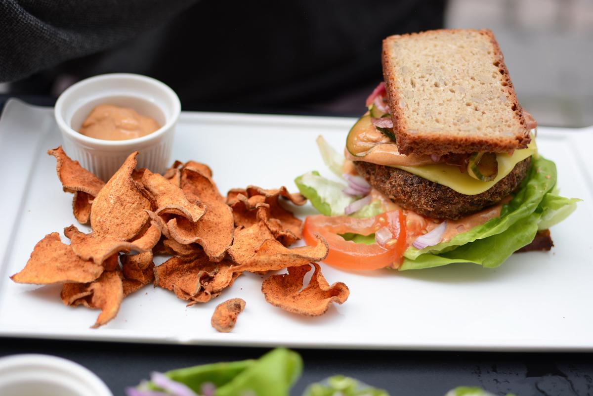 simpleRAW: Burger | Pixi mit Milch