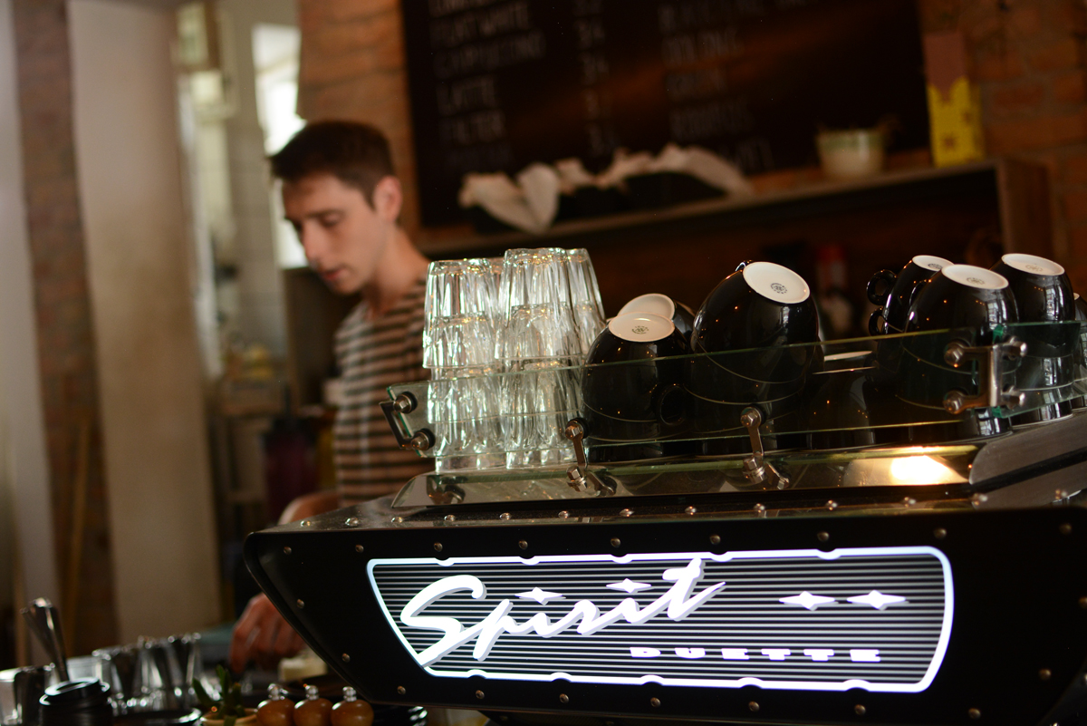 Distrikt Coffee in Berlin | Pixi mit Milch