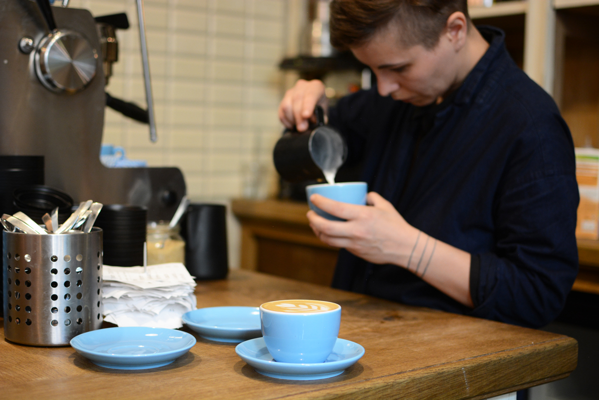 Father Carpenter Coffee Brewers in Berlin: Kaffee | Pixi mit Milch