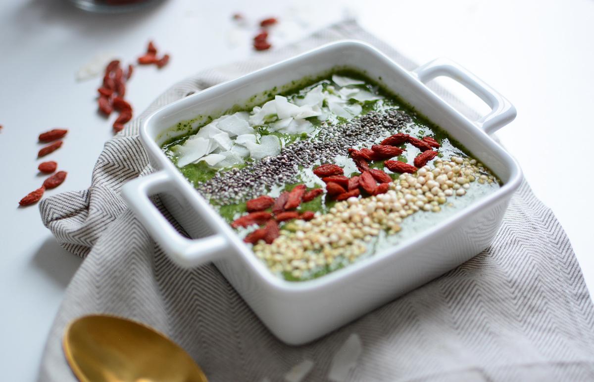 Green Smoothie Bowl Rezept | Pixi mit Milch