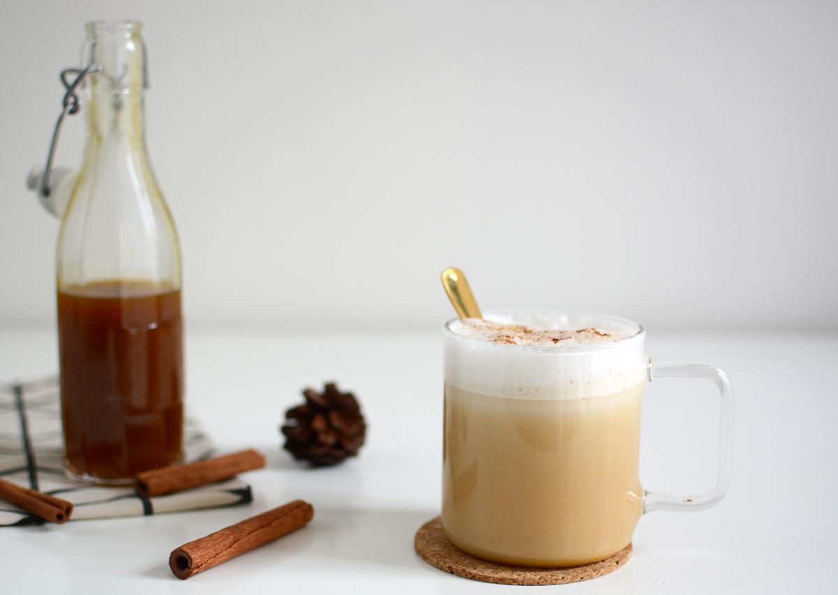 Pumpkin Spice Latte Rezept | Pixi mit Milch
