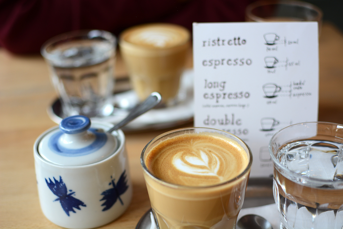 Mamacoffee Prag: Kaffee |Pixi mit Milch