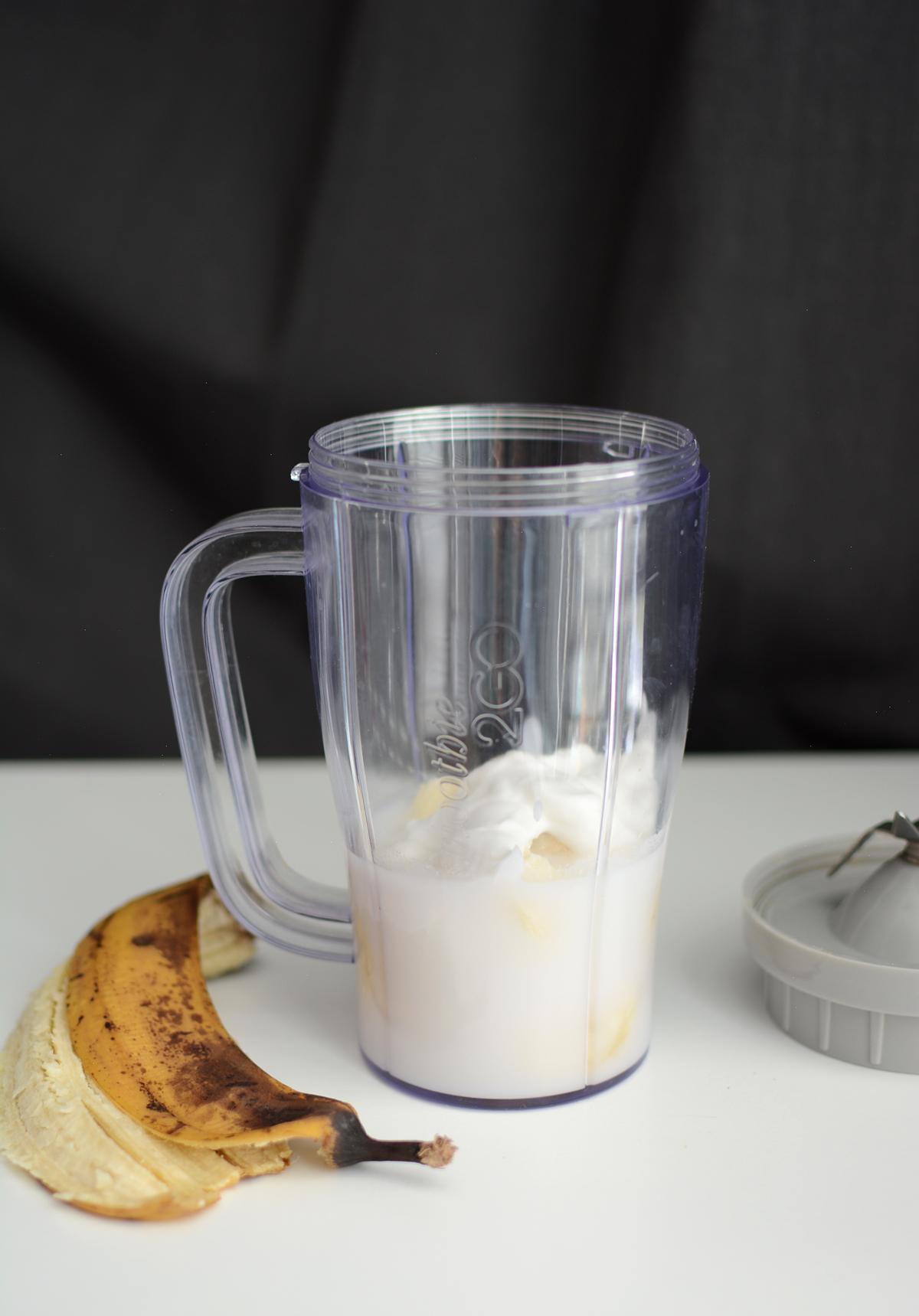Banana Smoothie Bowl Zutaten | Pixi mit Milch