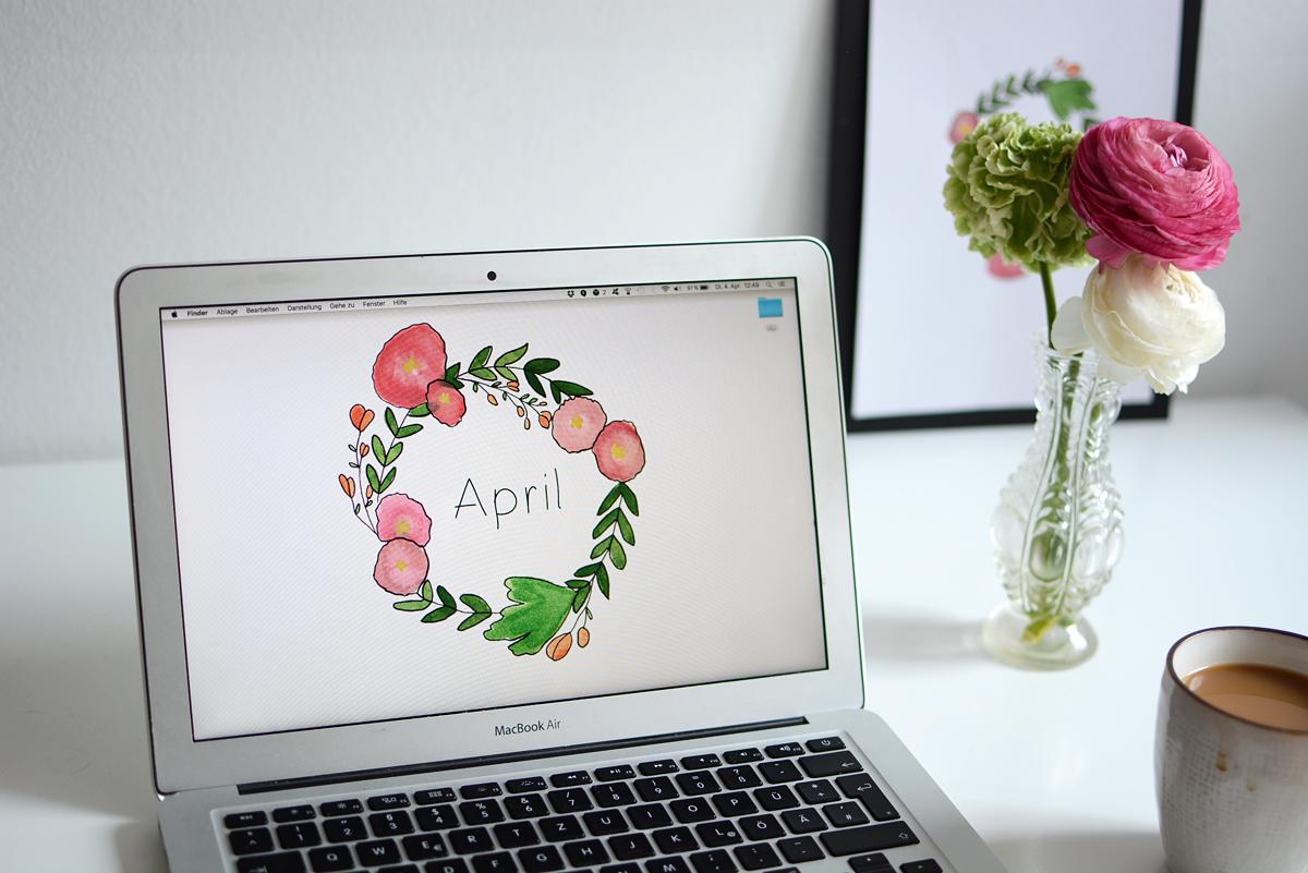Blumenkranz-Wallpaper für April | Pixi mit Milch