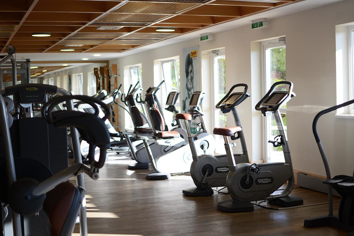 Almesberger: Fitnessbereich | Pixi mit Milch