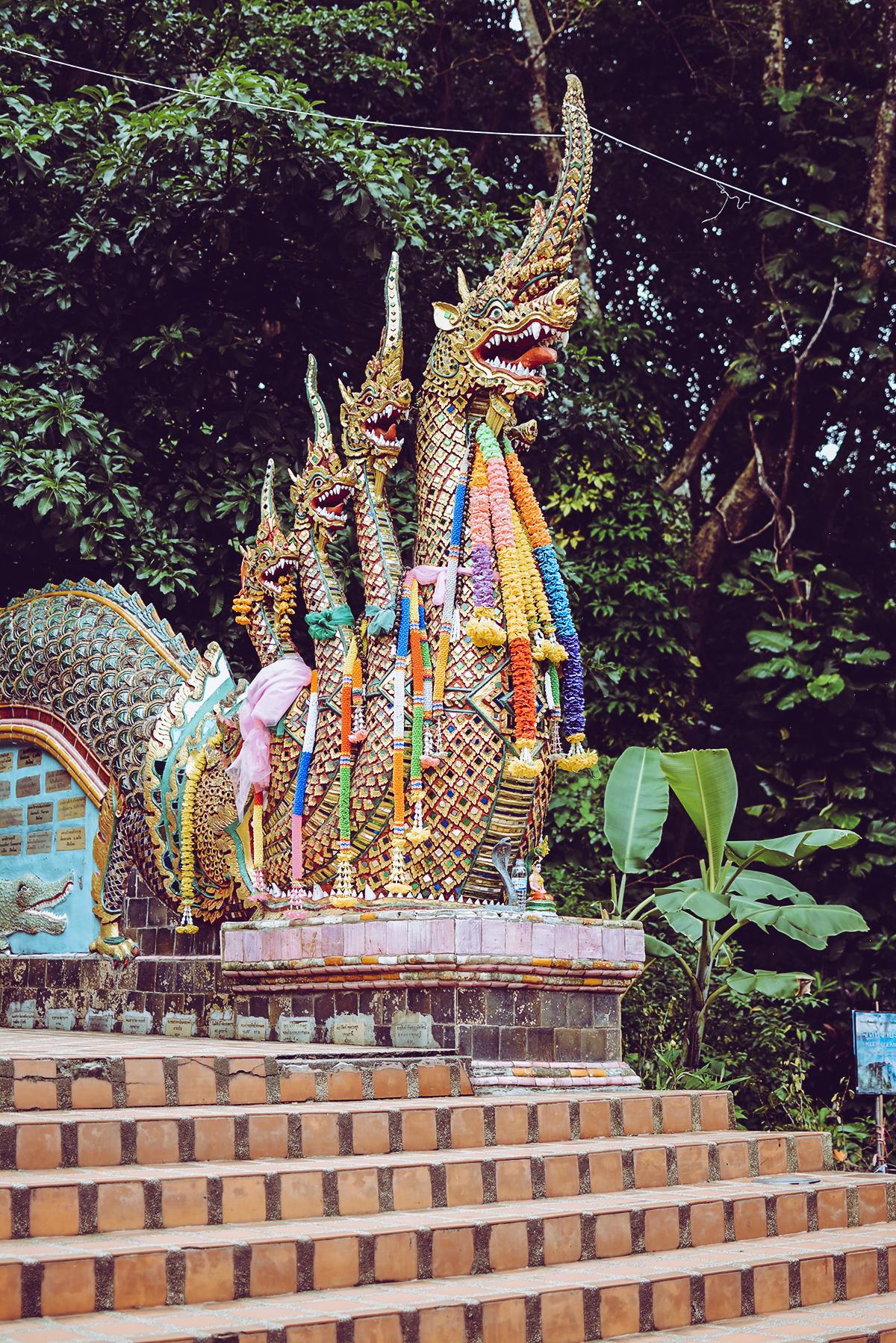Wat Phra That Doi Suthep: Stiege | Pixi mit Milch