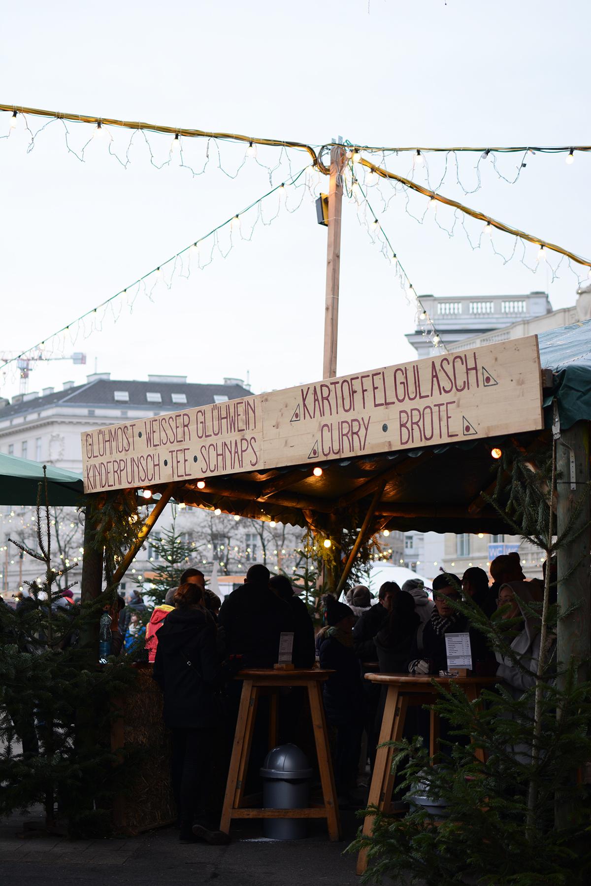 ArtAdvent Karlsplatz_Pixi mit Milch