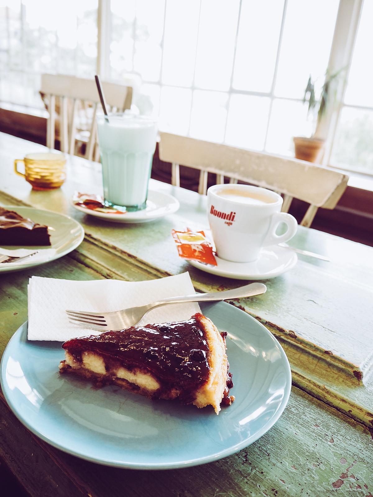 Cafe Garagem |Pixi mit Milch