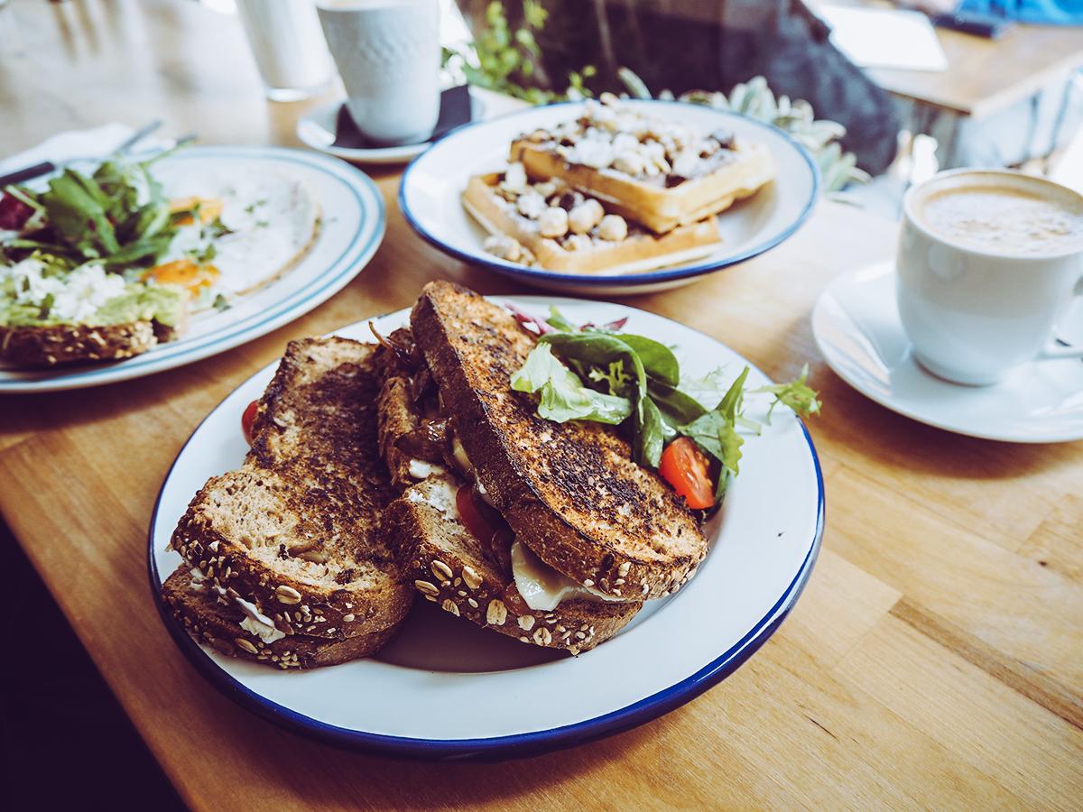 Heim Cafe Lissabon |Pixi mit Milch