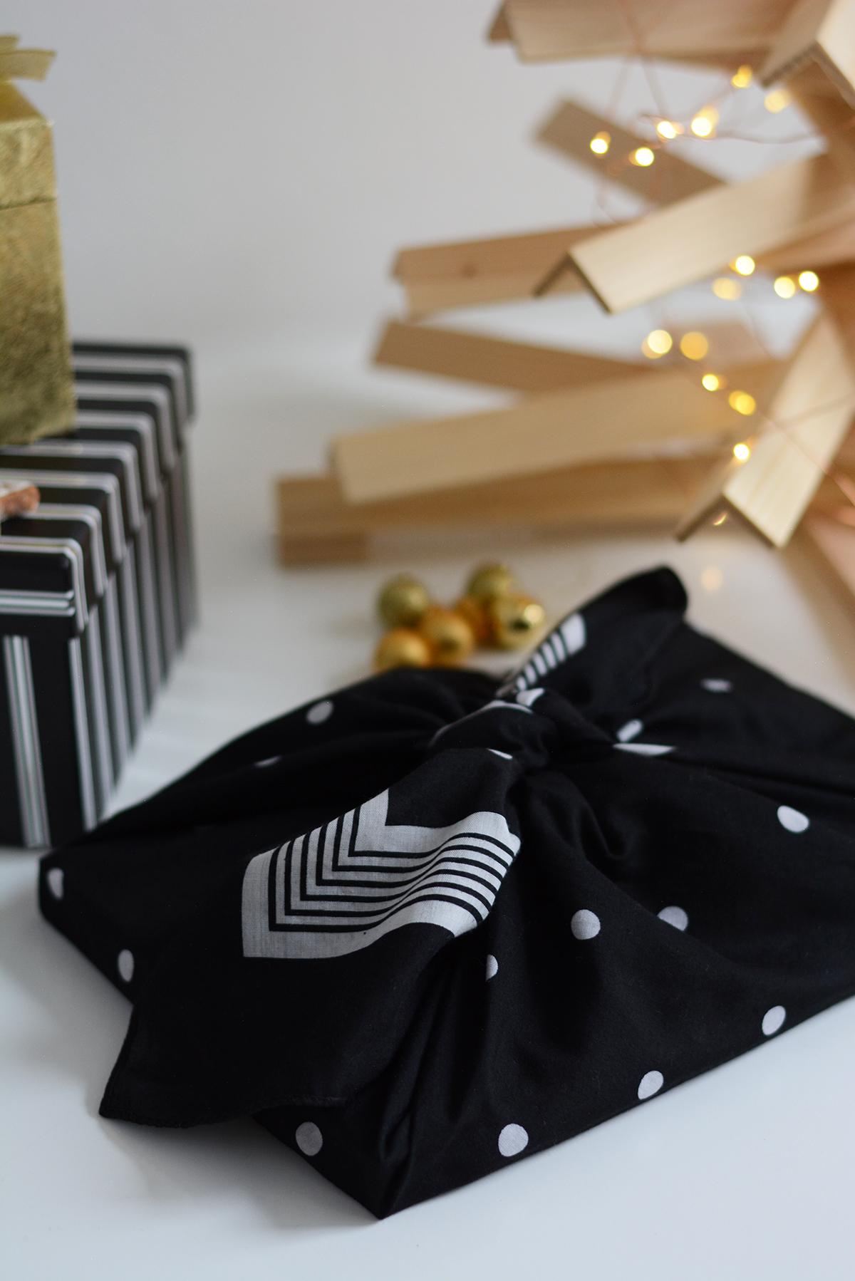 Geschenke mit Stoff verpacken | Pixi mit Milch
