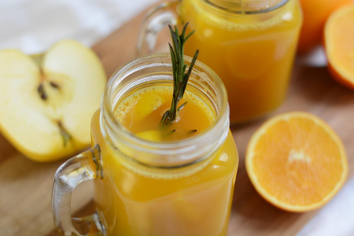 Orangen-Apfel-Punsch mit Kurkuma | Pixi mit Milch