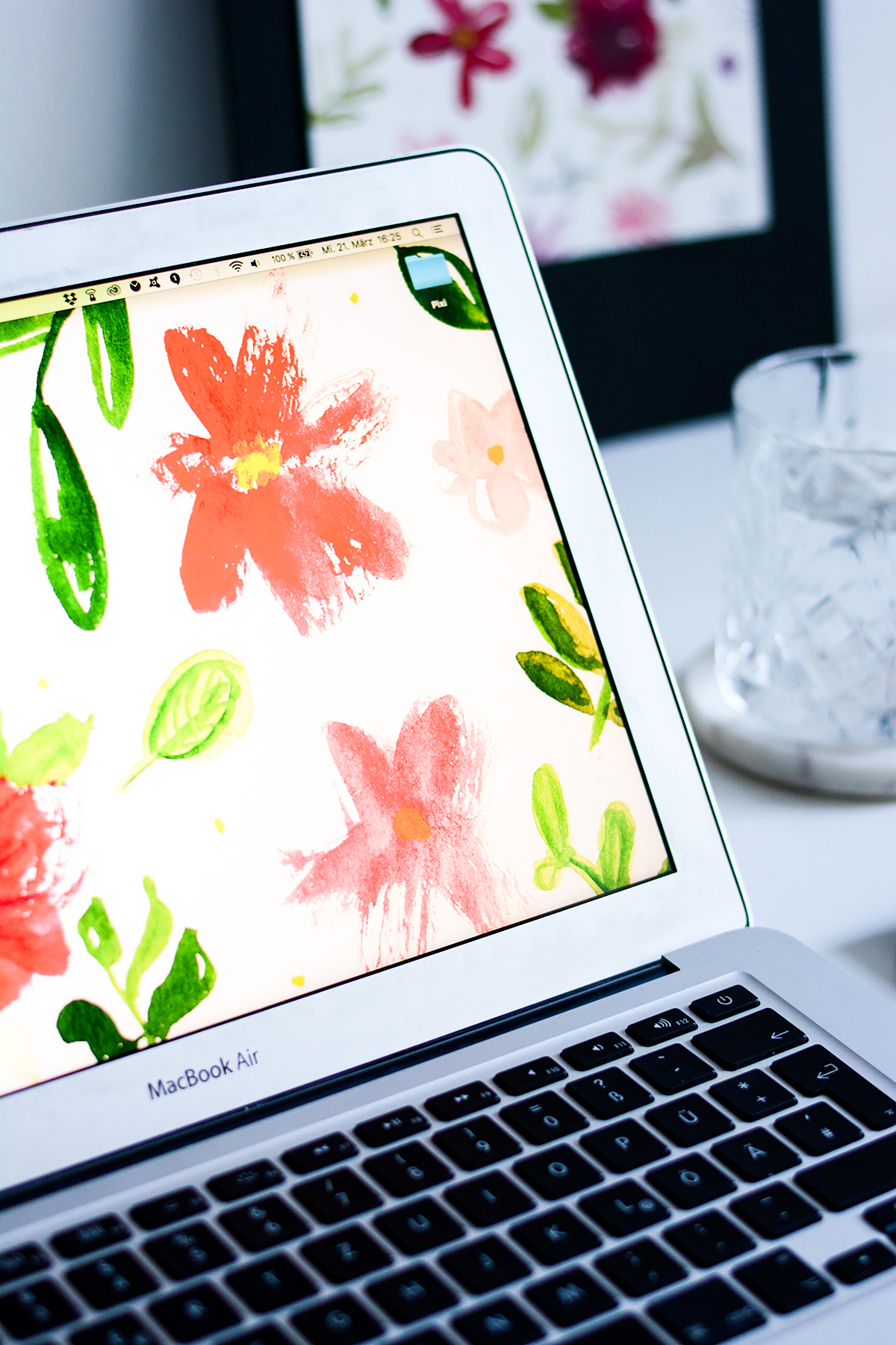 Blumen-Aquarell-Wallpaper | Pixi mit Milch