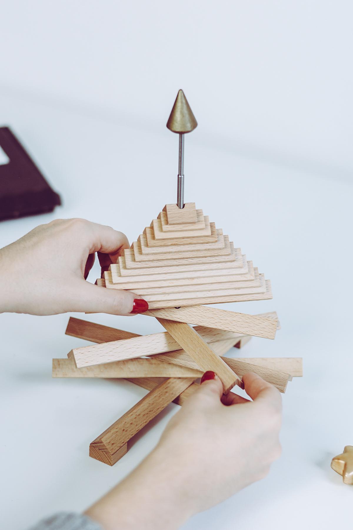 Rudolf aus Buche: Nachhaltiger Weihnachtsbaum aus Holz | Pixi mit Milch