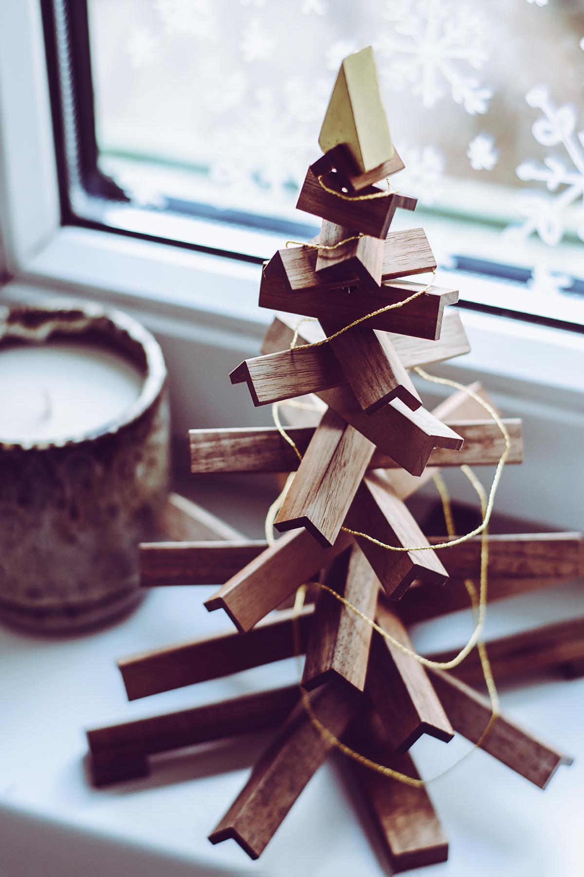 Rudolf Design.Wien - Nachhaltiger Weihnachtsbaum aus Holz | Pixi mit Milch