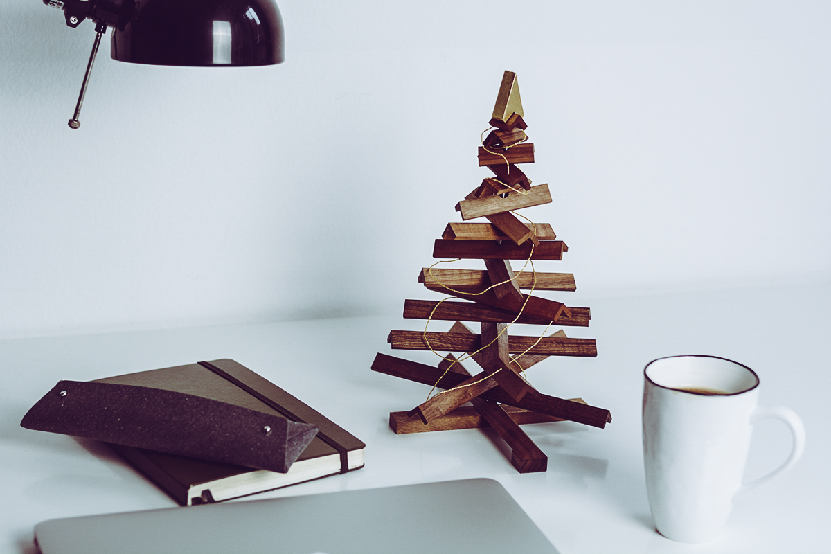 Design.Wien Rudolf aus Nuss Sustainable Christmas Tree | Pixi mit Milch