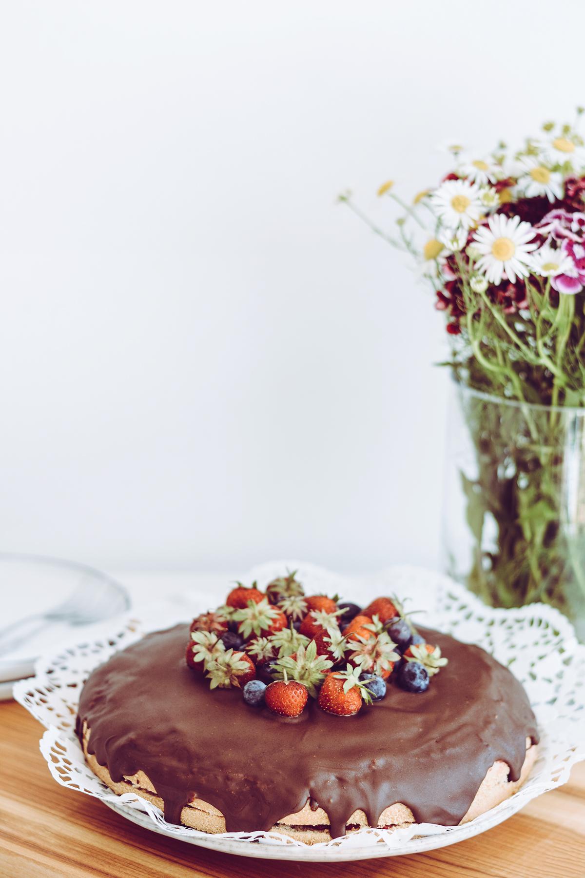 Erdbeer-Zitronentorte vegan | Pixi mit Milch