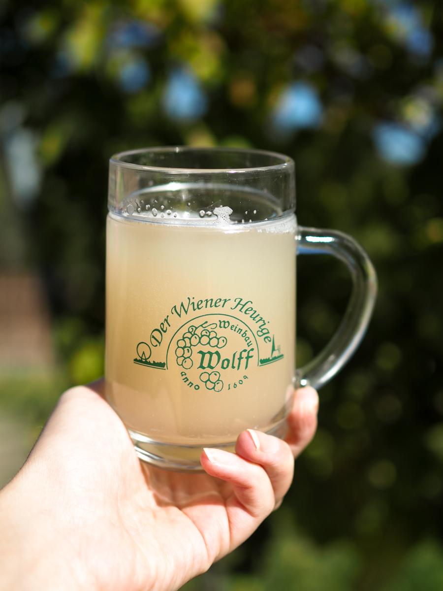 Weinwandern Wiener Heurigen | Pixi mit Milch